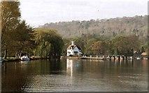 SU5980 : 2002 : Lockkeeper's House, Goring by Maurice Pullin