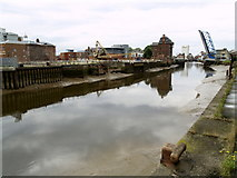 TA1029 : The tidal River Hull between Drypool and North Bridges by Andy Beecroft