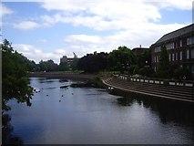 SK3536 : River Derwent flowing past embankment, Derby city centre by Tom Pennington