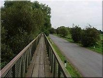TL4279 : Causeway at Sutton Gault by Hugh Venables