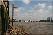 TQ3580 : River Thames foreshore outside the 'Prospect of Whitby' by Dr Neil Clifton