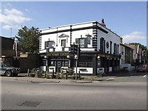 TQ1666 : Ferry Tavern, Thames Ditton by al partington