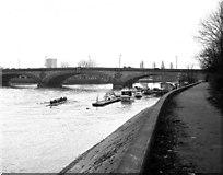 TQ1977 : Kew Bridge by Dr Neil Clifton