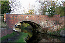 SO8999 : Bridge No 61, Staffordshire and Worcestershire Canal, Wolverhampton by Roger  Kidd