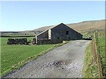 SD7579 : Stone Barn near Gunnerfleet Farm by Roger Nunn