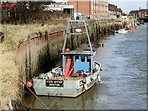 TF3243 : Itsie Bitsie teenie weenie Fishing Boat, Boston by Dave Hitchborne