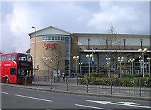 TL4658 : Vue cinema, East Road by Keith Edkins