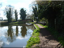 SO8685 : Canal Junction by Gordon Griffiths