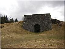 NN7754 : Limekiln near Tomphubil by Peter Bond