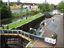 TQ3681 : Regent's Canal: Salmon Lane Lock by Nigel Cox