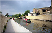 SE1039 : Below Bingley Three Rise Locks, Leeds and Liverpool Canal, Bingley by Dr Neil Clifton