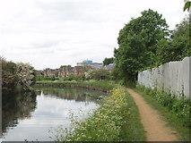 TQ1579 : Grand Union Canal in Hanwell by David Hawgood