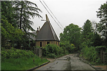 TQ6668 : Goldings Oast, Battle Street, Cobham, Kent by Oast House Archive