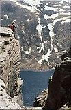 NJ0102 : Looking down on Loch Avon by Gordon Hatton