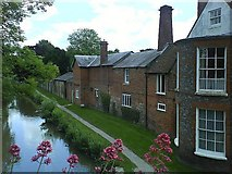 SU3368 : Bridge House and the Kennet and Avon Canal by Graham Horn