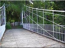 NO2694 : Easter Balmoral Footbridge by Maigheach-gheal