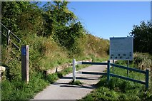 SU5187 : Path up route 44 by Bill Nicholls