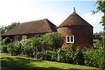 TQ9045 : Appleby Oast, Green Hill Lane, Egerton, Kent by Oast House Archive
