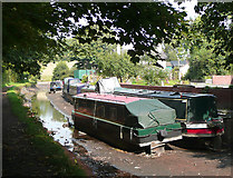 SO8785 : Boats High and Dry in the Stourbridge Canal by Roger  Kidd