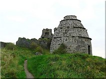 NS2515 : Doocot and castle at Dunure by Gordon Brown